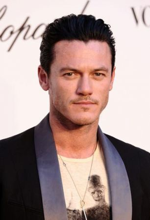 Luke_Evans_Fashion_Relief_64th_Annual_Cannes_87dmFI_zvIyl.jpg