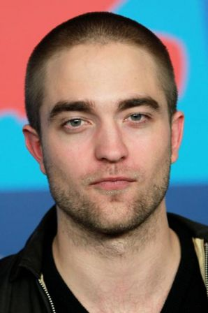 Robert_Pattinson_Bel_Ami_Press_Conference_DBMA8QxYDs0l.jpg