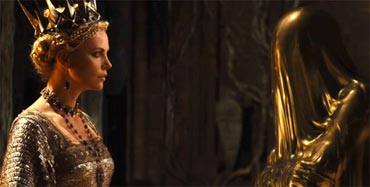 111112_otrc_snow_white_huntsman_theron_mirror_person.jpg