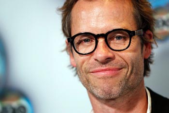 218463-actor-guy-pearce-poses-as-he-arrives-at-the-hbo-after-party-after-the-.jpg