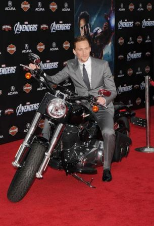Tom_Hiddleston_Premiere_Marvel_Studios_Marvel_SMO8dlXl3ewl.jpg