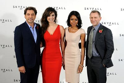 Bond_23_photo_call_-wByzflvOIBl.jpg