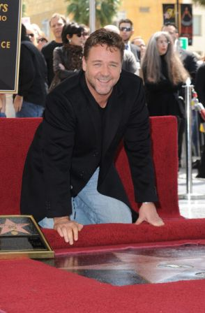 Russell_Crowe_Honored_Hollywood_Walk_Fame_23-kZ4Hlz-Ql.jpg