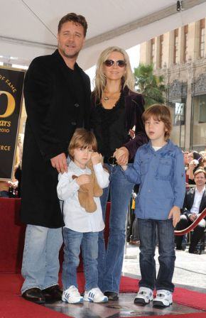 Russell_Crowe_Honored_Hollywood_Walk_Fame_dKwCjzDTZKql.jpg