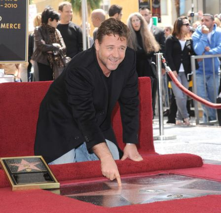 Russell_Crowe_Honored_Hollywood_Walk_Fame_gQwTn978Fcgl.jpg
