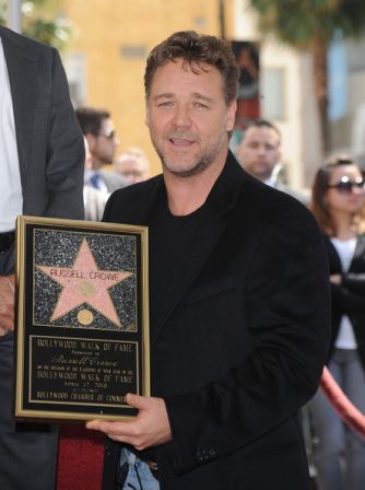 Russell_Crowe_Honored_Hollywood_Walk_Fame_hYriKTV9Caal.jpg