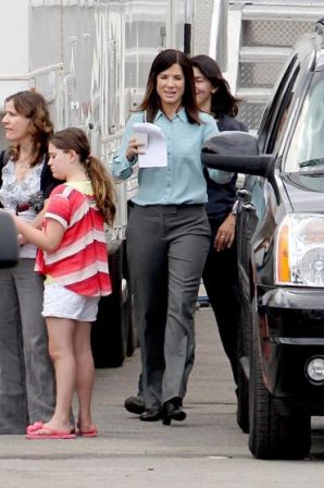 Sandra_Bullock_business_first_day_filming_1puYCPGvprDx.jpg
