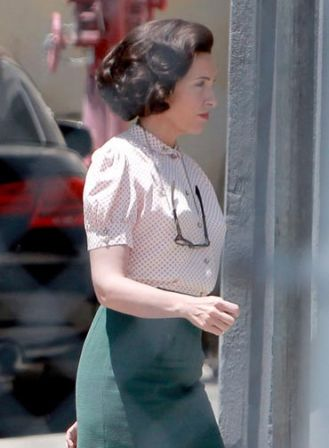 Toni_Collette_Set_Hitchcock_az0hEmSO9xhl.jpg