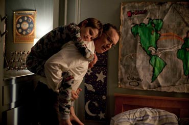 extremely_loud_incredibly_close-hanks-horn-1-550x366.jpg